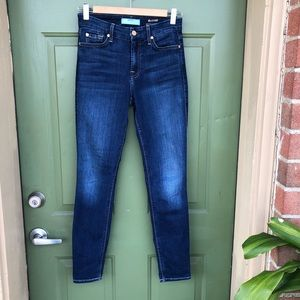 7 For All Mankind a Medium Wash Skinny Jeans